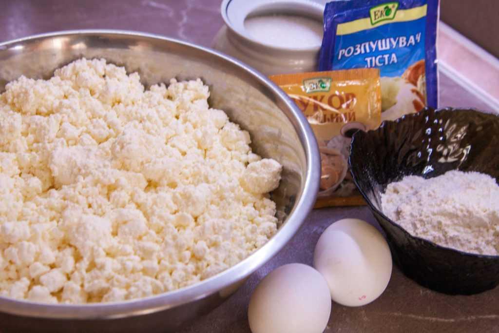 Ингредиенты, нужные для сырников из творога в духовке