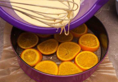 заливаю апельсины тестом