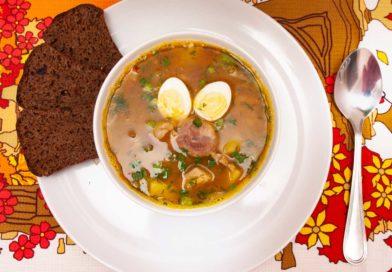 гороховый суп с копчеными ребрышками готов