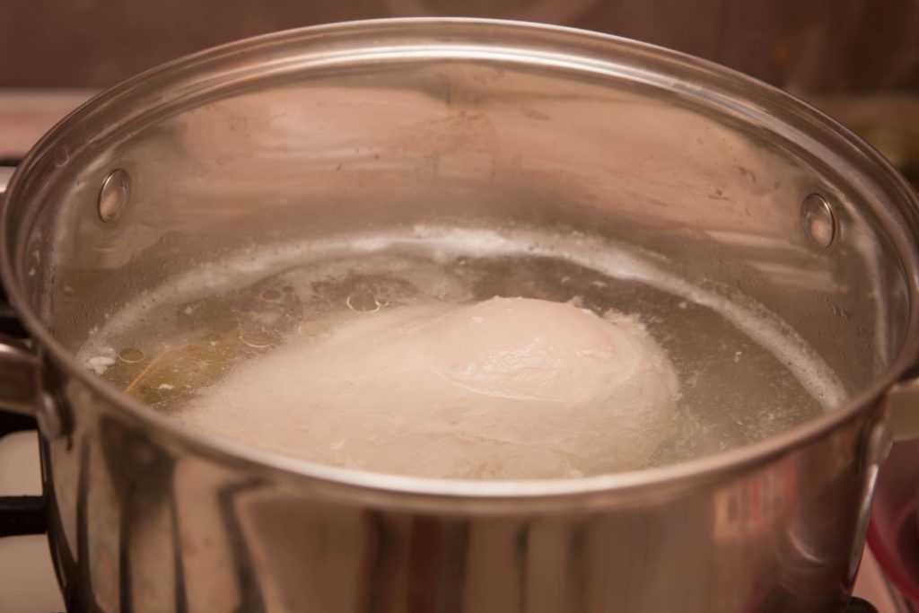 Ставим воду для тыквенного супа-пюре