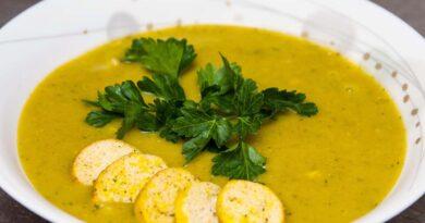 Готовый тыквенный суп-пюре с курицей