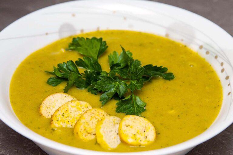 Готовый тыквенный суп-пюре с курицей и сливками