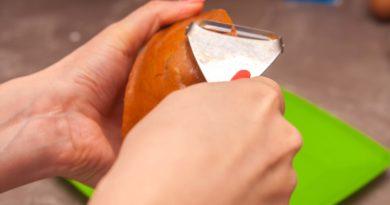 Чищу тыкву - основы наших кексов
