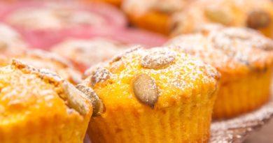 Простой рецепт кексов с клюквой из тыквы в духовке