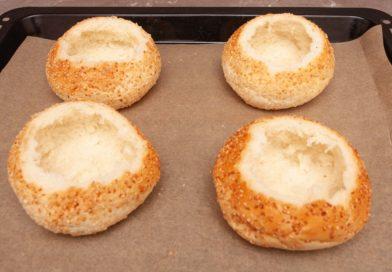 Сами булочки укладываем на противень духовки