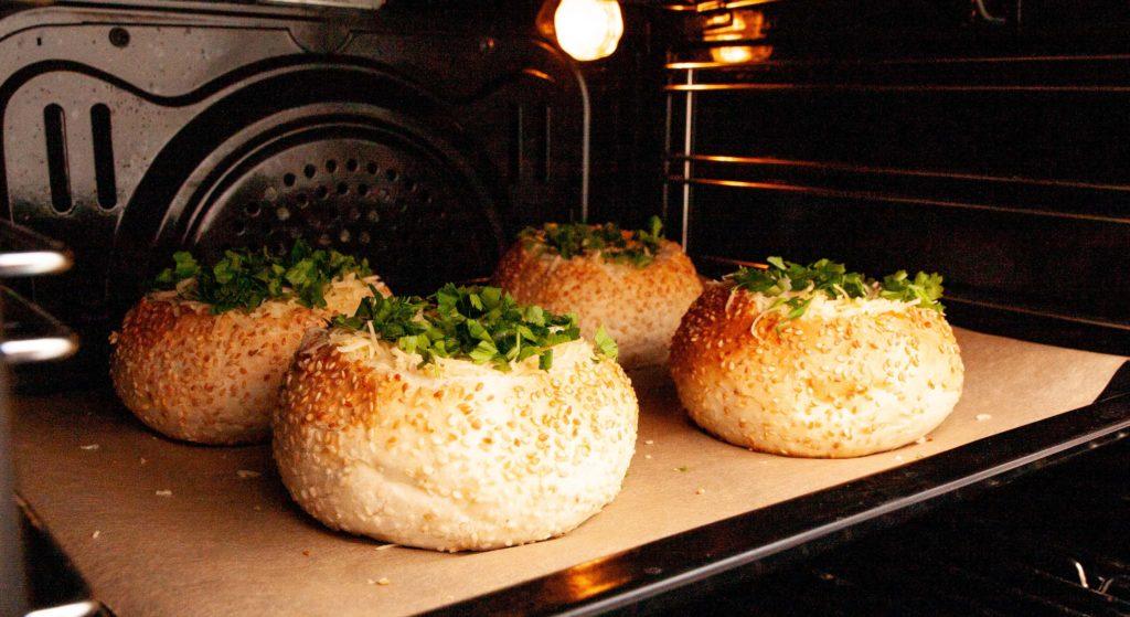 Яйца в булке ставлю в духовку