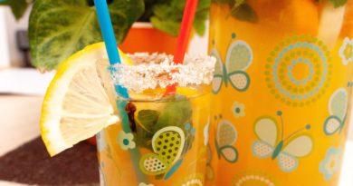 Лимонад с имбирем в стакане