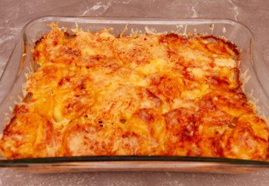 Картофель по-французски с говядиной и сыром вынимаем из духовки