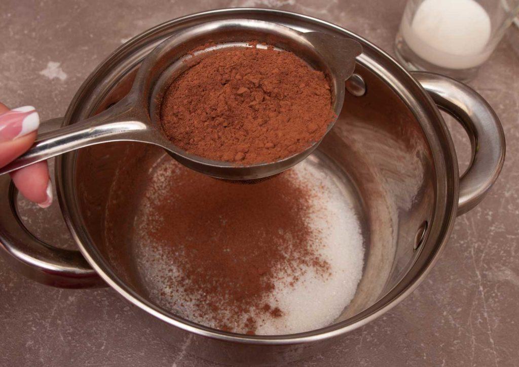 просеиваю какао