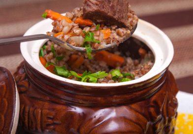 ароматная и рассыпчатая гречка с говядиной в горшочках из духовки