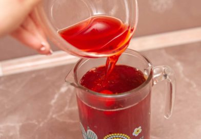 добавляю к чаю клубнично-базиликовый сироп