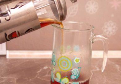 остывший чай выливаю в графин