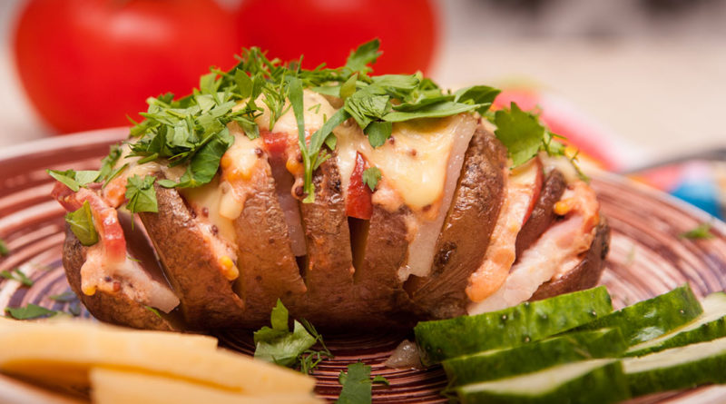 картофель - гармошка в духовке с салом и колбасой