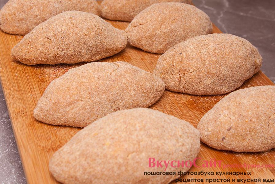 Запанированые котлеты по-киевски из куриной грудки ставлю в холодильник