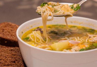 легкий куриный суп с мивиной готов