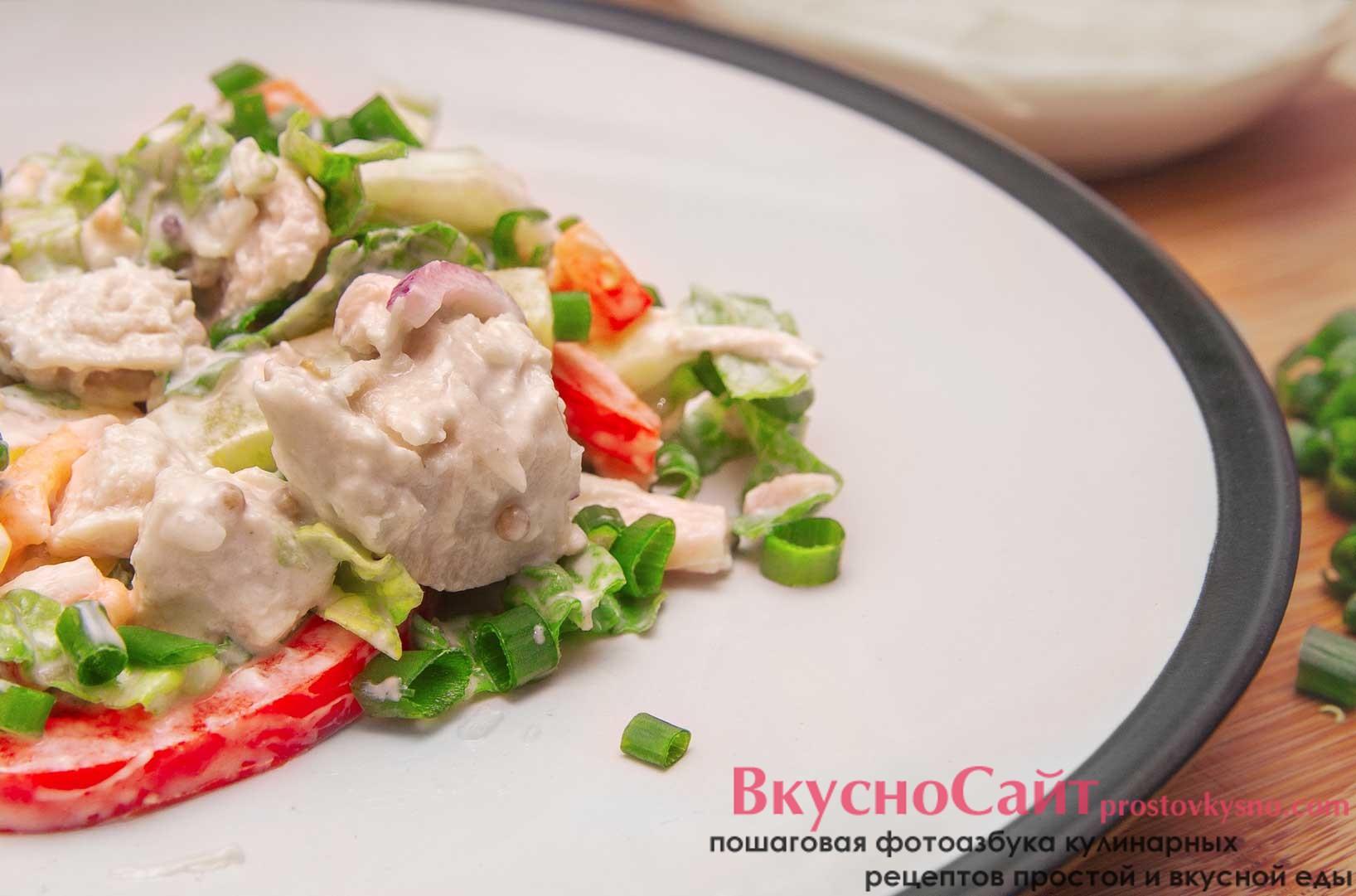 Весенний салат с пекинкой готов