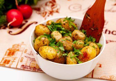 молодой картофель приготовленный в духовке