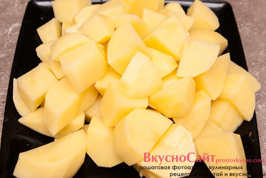 картофель режу крупными кусочками