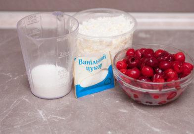для начинки мне нужно: вишни, творог, сахар, ванильный сахар и крахмал