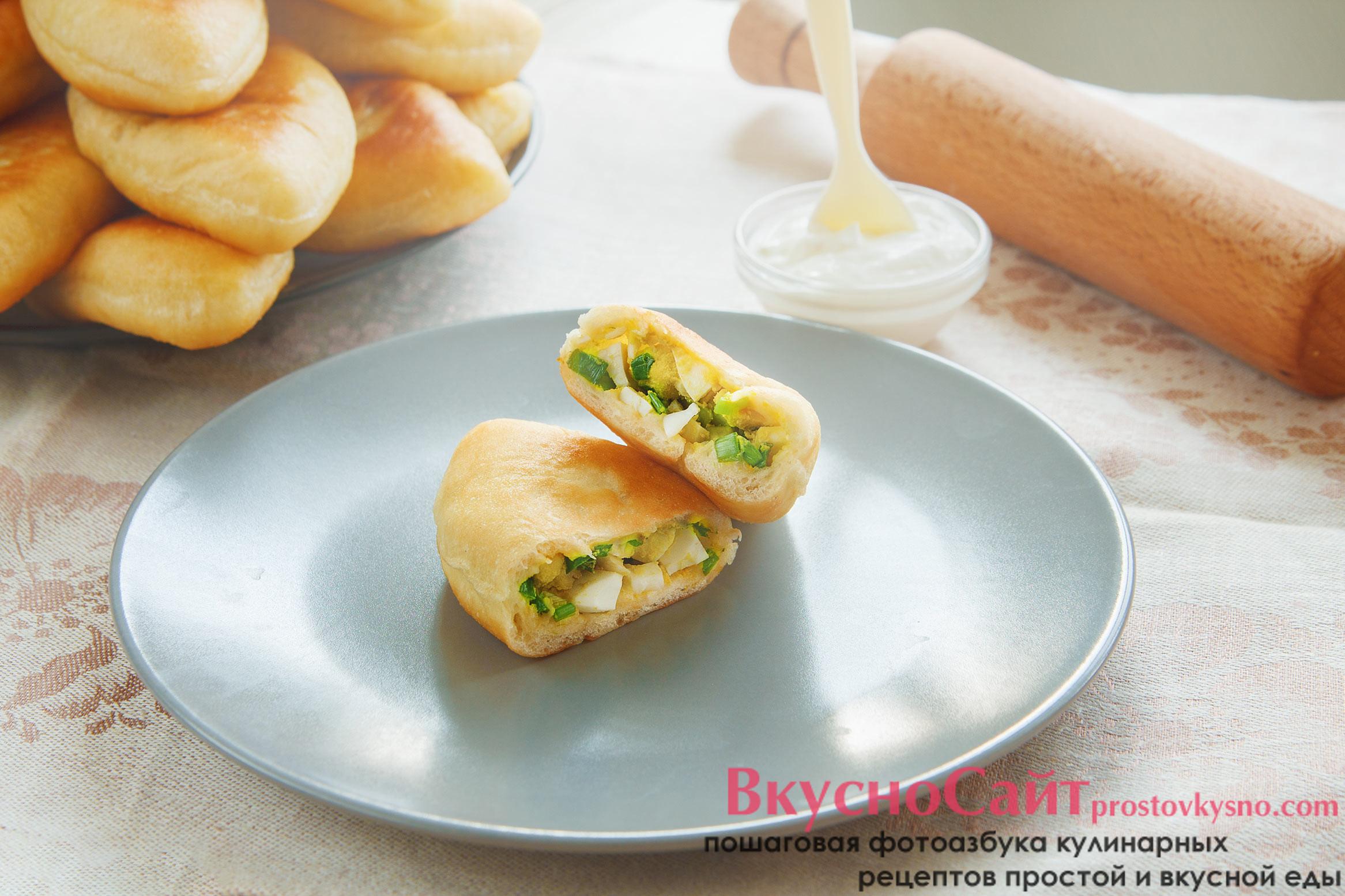 Вкусные дрожжевые жареные пирожки с яйцом и луком. Простой рецепт с фото