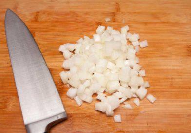 лук для рисовой лапши с курицей и овощами шинкую мелким кубиком