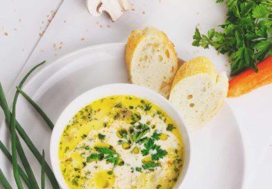 очень вкусные и нежный сырный суп с курицей и грибами