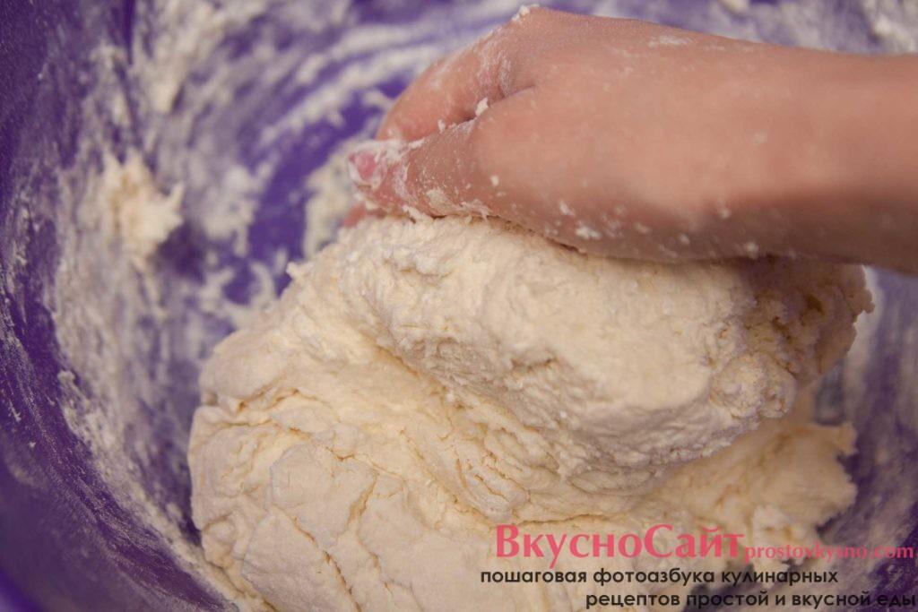 тесто должно получится мягким и эластичным