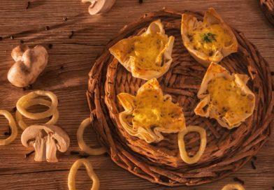 Рецепт жульена в тесте с курицей и грибами готов