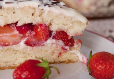пошаговый рецепт приготовления бисквитного тортика с клубникой