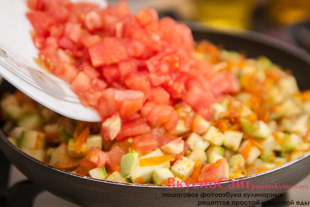 помидоры добавляю к икре