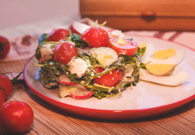 простой салат из руколы и сыра фету