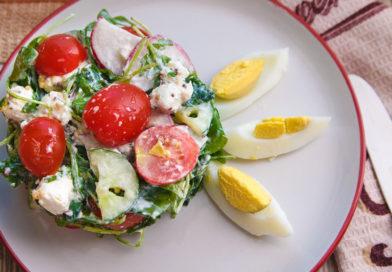 легкий и вкусный салат с руколой и помидорами черри