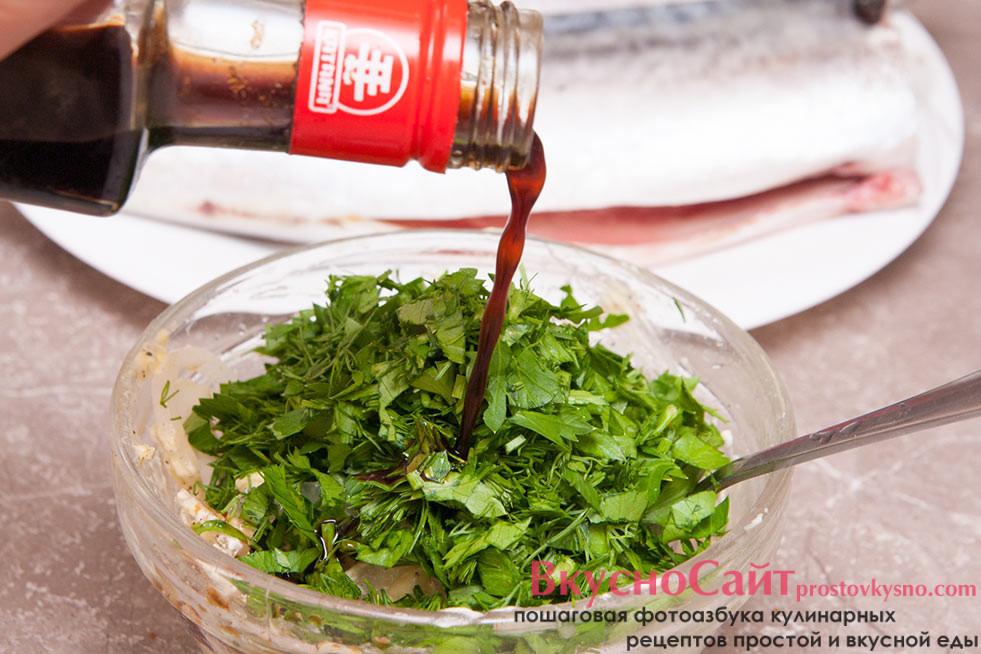 зелень и соевый соус добавляю в миску с маринадом