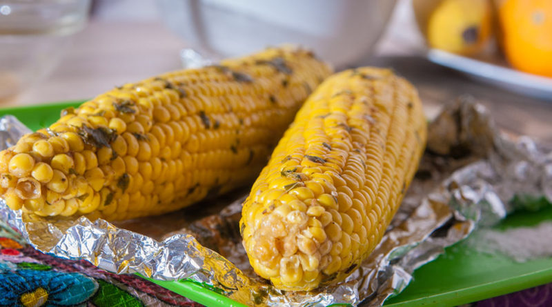 вкусная и пряная кукуруза в духовке