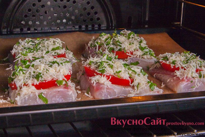 ставлю рыбу в разогретую духовку на 25 минут