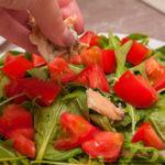 рыбу выкладываю на помидоры