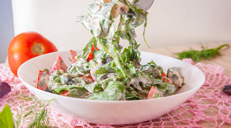 салат с рукколой и шпинатом