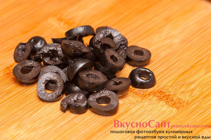 оливки нарезаю кружочками
