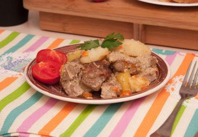 простой рецепт картошки с мясом в рукаве