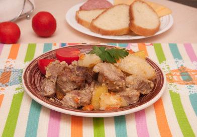 вкусная картошка с мясом в рукаве