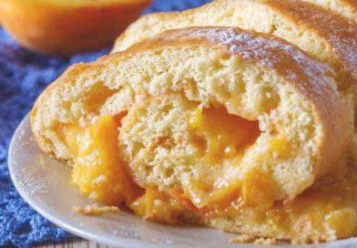 простой рецепт персикового бисквитного рулета