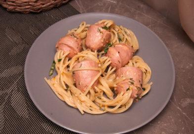 пошаговый рецепт спагетти с сосисками «Осьминожки» в соусе