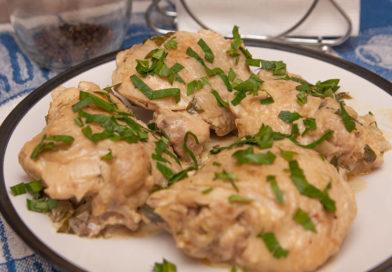 Куриные бедрышки в сметане приготовленные в домашних условиях