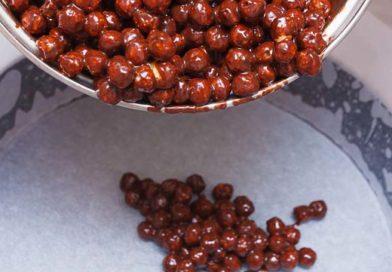 полученную шоколадную смесь высыпаю на дно формы
