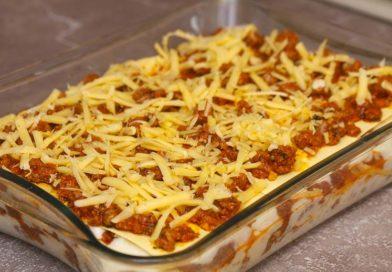 самый верхний должен быть соус болоньезе посыпанный большим количеством сыра