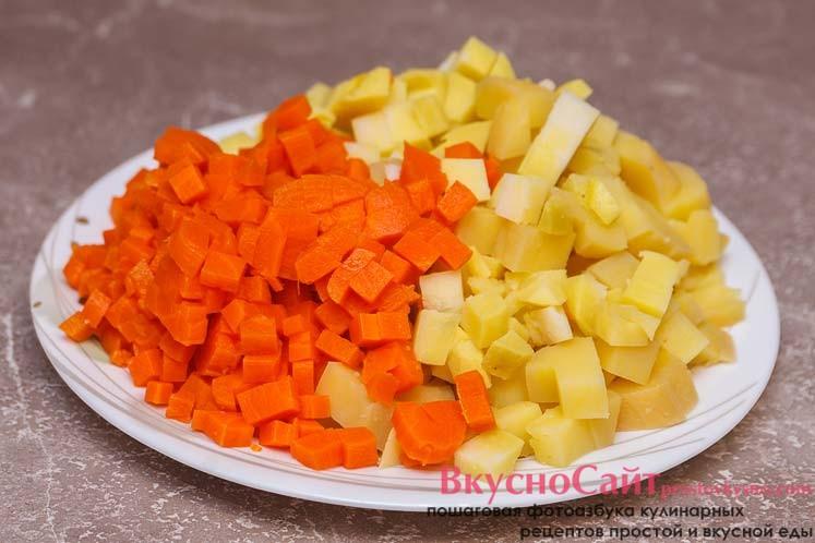 овощи также измельчаю кубиками