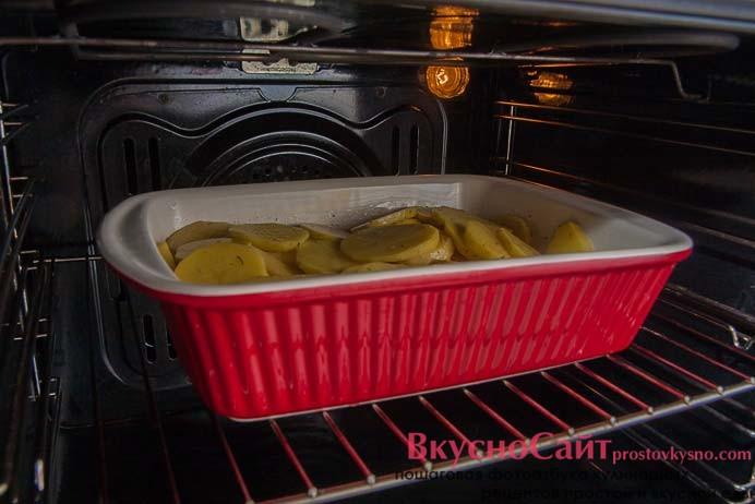 все хорошо перемешиваю и ставлю в разогретую до 180 градусов духовку на 30 минут