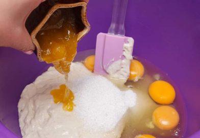 сахар и мед также добавляю к опаре