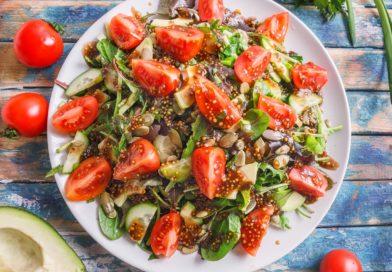 Постный, овощной салат с авокадо