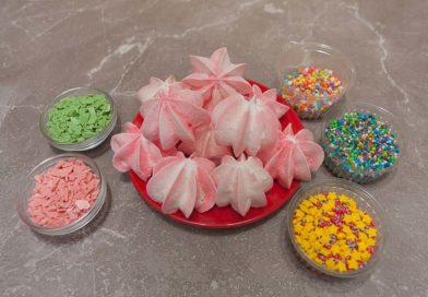 для декора у меня меренга, шоколад и сахарная посыпка